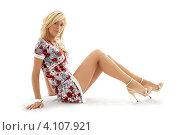 Купить «Молодая женщина в платье на белом фоне», фото № 4107921, снято 15 августа 2006 г. (c) Syda Productions / Фотобанк Лори