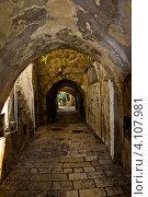 Узкие улочки старого города. Иерусалим (2012 год). Стоковое фото, фотограф Антон Куделин / Фотобанк Лори