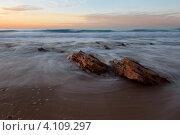 Купить «Вид на средиземное море и прибой в часы заката», фото № 4109297, снято 9 декабря 2012 г. (c) Николай Винокуров / Фотобанк Лори