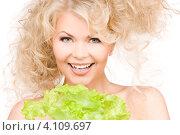 Купить «Очаровательная кудрявая блондинка с зеленым салатом в руке на белом фоне», фото № 4109697, снято 21 ноября 2009 г. (c) Syda Productions / Фотобанк Лори