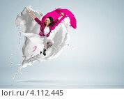 Купить «Юная танцовщица современного танца прыгает на белом фоне среди красочных всплесков», фото № 4112445, снято 16 июля 2019 г. (c) Sergey Nivens / Фотобанк Лори