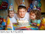 Купить «Дети празднуют день рождения», фото № 4112873, снято 22 сентября 2012 г. (c) Евстратенко Юлия Викторовна / Фотобанк Лори