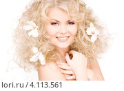 Купить «Привлекательная блондинка с белыми цветами в волосах», фото № 4113561, снято 21 ноября 2009 г. (c) Syda Productions / Фотобанк Лори