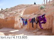 Традиционное жилище берберов, внутренний двор, Matmata, Tunisia (2012 год). Редакционное фото, фотограф Кекяляйнен Андрей / Фотобанк Лори