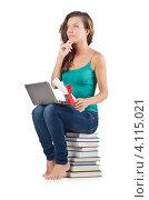 Купить «Студентка сидит с ноутбуком на стопке книг», фото № 4115021, снято 22 августа 2012 г. (c) Elnur / Фотобанк Лори
