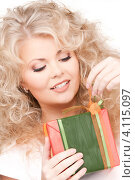 Купить «Счастливая кудрявая девушка с подарком в руках», фото № 4115097, снято 21 ноября 2009 г. (c) Syda Productions / Фотобанк Лори