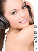 Купить «Счастливая женщина слушает музыку в наушниках на белом фоне», фото № 4115413, снято 28 февраля 2010 г. (c) Syda Productions / Фотобанк Лори