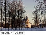 Церковь в парке в городе Губкин, Белгородская область (2012 год). Стоковое фото, фотограф Юлия Киктенко / Фотобанк Лори