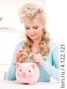 Купить «Счастливая женщина с розовой копилкой в форме свиньи на белом фоне», фото № 4122121, снято 20 февраля 2010 г. (c) Syda Productions / Фотобанк Лори