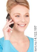 Купить «Жизнерадостная девушка с мобильным телефоном в руках на белом фоне», фото № 4122197, снято 12 декабря 2009 г. (c) Syda Productions / Фотобанк Лори