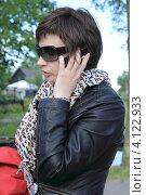 Девушка звонит по телефону. Стоковое фото, фотограф Василий Шульга / Фотобанк Лори