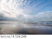 Купить «Пустое побережье Балтийского моря, Нарва, Эстония», фото № 4124249, снято 18 октября 2019 г. (c) EugeneSergeev / Фотобанк Лори