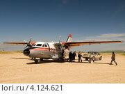 Купить «Встреча самолета на северном аэродроме», фото № 4124621, снято 18 августа 2007 г. (c) Александр Лицис / Фотобанк Лори