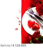 Купить «Два сердечка на тарелке и красные розы ко Дню святого Валентина», фото № 4124865, снято 15 января 2012 г. (c) Наталия Кленова / Фотобанк Лори