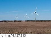 Купить «Ветрогенераторы в поле. Эстония», фото № 4127813, снято 30 апреля 2012 г. (c) Виктор Карасев / Фотобанк Лори