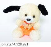 Собачка, мягкая игрушка (2012 год). Редакционное фото, фотограф Антон Жигаев / Фотобанк Лори