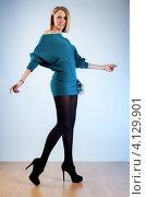 Купить «Стройная девушка в вязаном мини-платье», фото № 4129901, снято 5 февраля 2012 г. (c) chaoss / Фотобанк Лори