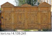 Резные деревянные ворота. Стоковое фото, фотограф Dmitriy Semyonov / Фотобанк Лори