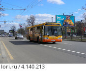 Купить «Автобус едет по улице Ленинградский проспект. Москва», эксклюзивное фото № 4140213, снято 30 апреля 2012 г. (c) lana1501 / Фотобанк Лори
