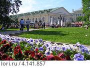Купить «Александровский сад, Манеж, Москва», эксклюзивное фото № 4141857, снято 20 мая 2012 г. (c) lana1501 / Фотобанк Лори