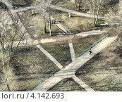 Купить «Пешеходные дорожки в парке, вид сверху», эксклюзивное фото № 4142693, снято 2 апреля 2010 г. (c) lana1501 / Фотобанк Лори