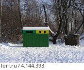 Купить «Контейнеры для мусора в парке Лосиный остров, районГольяново, Москва», эксклюзивное фото № 4144393, снято 3 февраля 2012 г. (c) lana1501 / Фотобанк Лори
