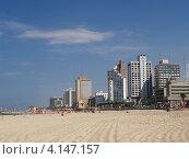 Купить «Израиль. Вид на городской пляж и набережную в Тель-Авиве», фото № 4147157, снято 5 октября 2012 г. (c) Ирина Борсученко / Фотобанк Лори