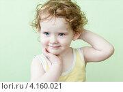 Портрет кудрявого ребенка. Стоковое фото, фотограф Евстратенко Юлия Викторовна / Фотобанк Лори