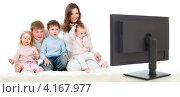 Купить «Счастливая семья сидит дома перед телевизором», фото № 4167977, снято 20 ноября 2011 г. (c) Андрей Кузьмин / Фотобанк Лори