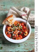 Купить «Запеченные помидоры черри с креветками, сыром фета и зеленью в блюде для запекания», фото № 4171037, снято 16 августа 2012 г. (c) Анна Курзаева / Фотобанк Лори