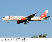 Купить «Boeing 757 (бортовой RA-73008) авиакомпании Vim Airlines на посадке в Домодедово», эксклюзивное фото № 4171941, снято 20 июля 2011 г. (c) Alexei Tavix / Фотобанк Лори