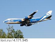Купить «Boeing 747 (бортовой VQ-BIA) авиакомпании AirBridgeCargo на посадке в Домодедово», эксклюзивное фото № 4171945, снято 20 июля 2011 г. (c) Alexei Tavix / Фотобанк Лори