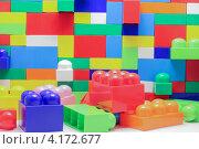 Стена из игрушечных блоков (2012 год). Редакционное фото, фотограф Karataevo / Фотобанк Лори
