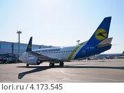 Купить «Boeing 737 (бортовой UR-GAK) авиакомпании Ukraine International в Домодедово», эксклюзивное фото № 4173545, снято 20 июля 2011 г. (c) Alexei Tavix / Фотобанк Лори