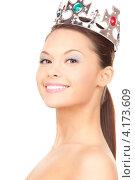 Купить «Очаровательная веселая девушка с короной на белом фоне», фото № 4173609, снято 28 февраля 2010 г. (c) Syda Productions / Фотобанк Лори