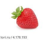 Купить «Одна клубника (изолированно на белом фоне)», фото № 4178193, снято 17 августа 2012 г. (c) Самохвалов Артем / Фотобанк Лори