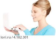 Купить «Молодая женщина с маленьким белым ноутбуком», фото № 4182301, снято 12 декабря 2009 г. (c) Syda Productions / Фотобанк Лори