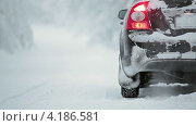 Купить «Работающий автомобиль на обочине дороги», видеоролик № 4186581, снято 12 января 2013 г. (c) Кекяляйнен Андрей / Фотобанк Лори