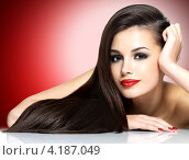 Купить «Портрет прекрасной темноволосой девушки на красном фоне», фото № 4187049, снято 20 ноября 2012 г. (c) Валуа Виталий / Фотобанк Лори