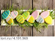 Купить «Печенье в форме куриных яиц на пасху», фото № 4191969, снято 29 декабря 2012 г. (c) Николай Охитин / Фотобанк Лори
