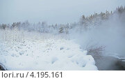 Купить «Пар от воды», видеоролик № 4195161, снято 15 января 2013 г. (c) Кекяляйнен Андрей / Фотобанк Лори