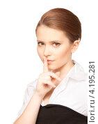 Купить «Привлекательная девушка поднесла указательный палец к губам с просьбой хранить секрет», фото № 4195281, снято 30 мая 2010 г. (c) Syda Productions / Фотобанк Лори