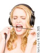 Купить «Счастливая молодая женщина слушает музыку в наушниках», фото № 4195305, снято 28 марта 2010 г. (c) Syda Productions / Фотобанк Лори