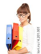 Купить «Веселая молодая офисная сотрудница с папками документах в руках на белом фоне», фото № 4201001, снято 27 июня 2010 г. (c) Syda Productions / Фотобанк Лори