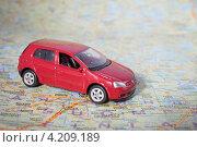 Купить «Путешествие. Автомобиль на туристической карте», эксклюзивное фото № 4209189, снято 5 января 2013 г. (c) Литвяк Игорь / Фотобанк Лори