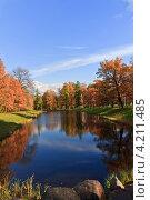 Вид на живописное озеро в парке во время золотой осени (2011 год). Стоковое фото, фотограф Николай Овечко / Фотобанк Лори