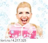 Купить «Счастливая молодая женщина с большой коробкой с подарком», фото № 4217325, снято 10 ноября 2007 г. (c) Syda Productions / Фотобанк Лори