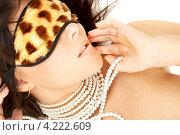 Купить «Привлекательная девушка с повязкой для сна на глазах», фото № 4222609, снято 3 ноября 2007 г. (c) Syda Productions / Фотобанк Лори