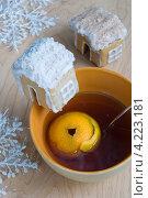 Пряничный домик на чашку. Стоковое фото, фотограф Лидия Шляховская (Lidia Sleahovscaia) / Фотобанк Лори