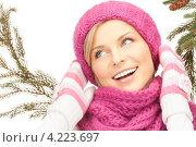 Купить «Очаровательная молодая женщина в вязаных рукавицах на белом фоне», фото № 4223697, снято 30 октября 2010 г. (c) Syda Productions / Фотобанк Лори